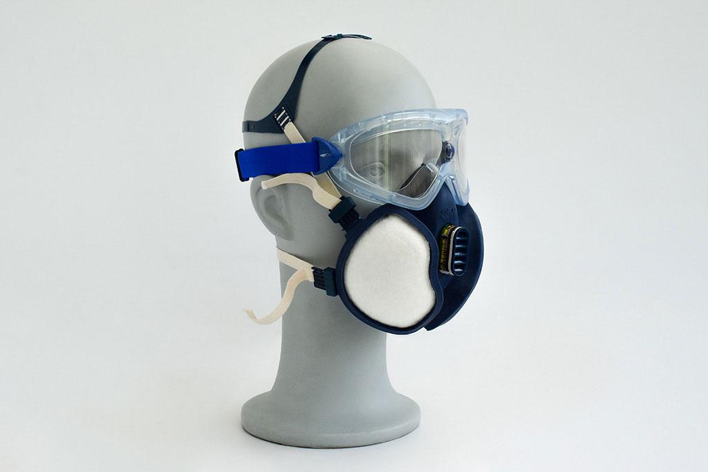 Adem- en gezichtsbescherming van IMG Europe, bestaande uit een veiligheidsbril en halfgelaatsmasker