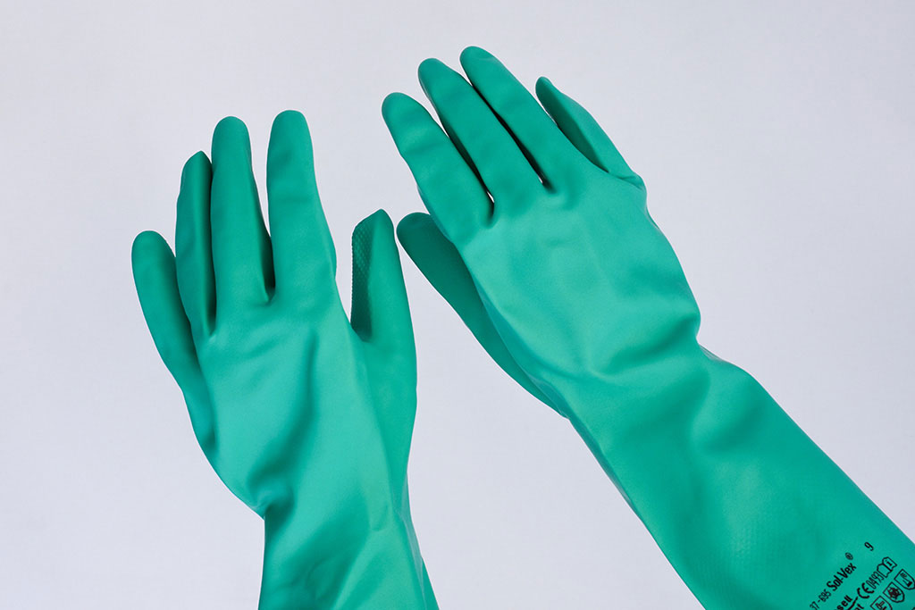 IMG Europe's protective clothing includes hand protection, such as reusable nitrile-latex gloves