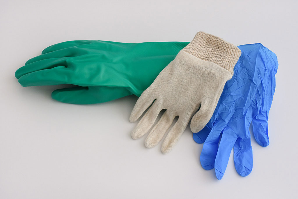 IMG Europe's protective clothing includes hand protection, such as cotton gloves, disposable gloves, and reusable nitrile-latex gloves